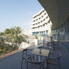 Отель Occidental Sharjah Grand ОАЭ, Шарджа - 8 отзывов об отеле, цены и фото номеров - забронировать отель Occidental Sharjah Grand онлайн балкон