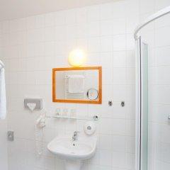 Отель Cloister Inn Прага ванная