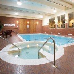 Travelodge Hotel Toronto Airport бассейн фото 2