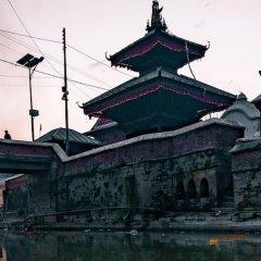 Отель OYO 266 Hotel Grand Stupa Непал, Катманду - отзывы, цены и фото номеров - забронировать отель OYO 266 Hotel Grand Stupa онлайн приотельная территория фото 2