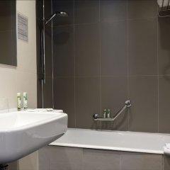 Отель Eiffel Capitol Франция, Париж - 1 отзыв об отеле, цены и фото номеров - забронировать отель Eiffel Capitol онлайн ванная фото 2