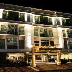 Отель Makati Crown Regency Hotel Филиппины, Макати - отзывы, цены и фото номеров - забронировать отель Makati Crown Regency Hotel онлайн вид на фасад