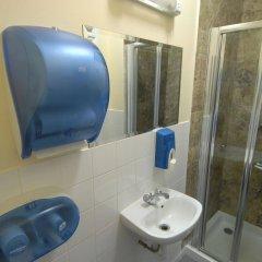 Отель Barkston Rooms Earl's Court (formerly Londonears Hostel) Великобритания, Лондон - 5 отзывов об отеле, цены и фото номеров - забронировать отель Barkston Rooms Earl's Court (formerly Londonears Hostel) онлайн ванная