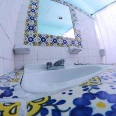 Отель Tres Mundos Hostel Мексика, Плая-дель-Кармен - отзывы, цены и фото номеров - забронировать отель Tres Mundos Hostel онлайн ванная
