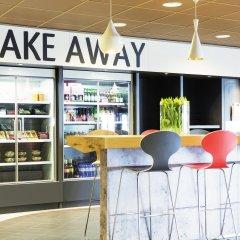 Отель ibis Schiphol Amsterdam Airport Нидерланды, Бадхевердорп - 7 отзывов об отеле, цены и фото номеров - забронировать отель ibis Schiphol Amsterdam Airport онлайн питание