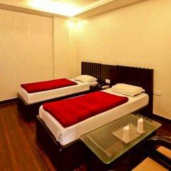 Отель Walnut Castle Индия, Нью-Дели - отзывы, цены и фото номеров - забронировать отель Walnut Castle онлайн сейф в номере