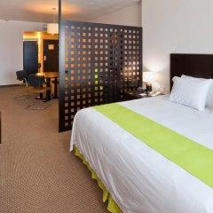Отель Holiday Inn Express Guadalajara Iteso комната для гостей фото 4