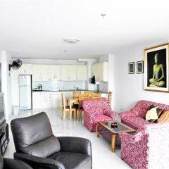 Апартаменты Sea View 1 bed Apartment Паттайя комната для гостей фото 4