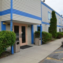 Отель Rodeway Inn North Columbus парковка