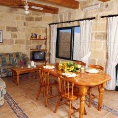 Отель Bellavista Farmhouses Gozo комната для гостей