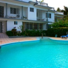 Отель Palm View Guesthouse And Conference Centre Монтего-Бей бассейн фото 3