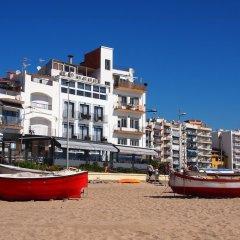 Отель Hostal Restaurant Sa Malica Бланес приотельная территория