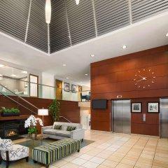 Отель Hampton Inn and Suites by Hilton, Downtown Vancouver Канада, Ванкувер - отзывы, цены и фото номеров - забронировать отель Hampton Inn and Suites by Hilton, Downtown Vancouver онлайн интерьер отеля