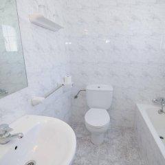 Отель Hostal Rosalia ванная