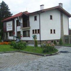 Отель Guesthouse Gostilitsa Боженци вид на фасад