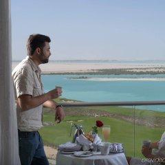 Отель Crowne Plaza Abu Dhabi Yas Island пляж фото 2