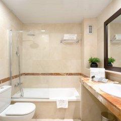 Отель Catalonia La Pedrera ванная