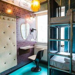 Отель Copenhagen Downtown Hostel Дания, Копенгаген - 1 отзыв об отеле, цены и фото номеров - забронировать отель Copenhagen Downtown Hostel онлайн ванная фото 2