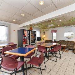 Отель Americas Best Value Inn Effingham гостиничный бар