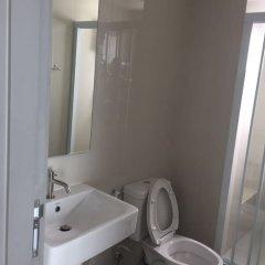 Отель The Base Central Pattaya by Arawat Таиланд, Паттайя - отзывы, цены и фото номеров - забронировать отель The Base Central Pattaya by Arawat онлайн ванная фото 2