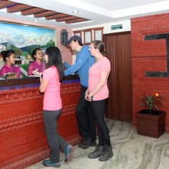 Отель Alpine Hotel & Apartment Непал, Катманду - отзывы, цены и фото номеров - забронировать отель Alpine Hotel & Apartment онлайн интерьер отеля фото 2