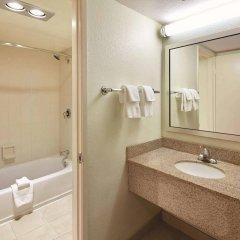 Отель La Quinta Inn & Suites by Wyndham San Diego SeaWorld/Zoo США, Сан-Диего - отзывы, цены и фото номеров - забронировать отель La Quinta Inn & Suites by Wyndham San Diego SeaWorld/Zoo онлайн ванная