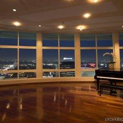 Loews Hollywood Hotel бассейн