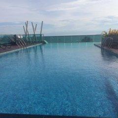 Отель Thanyalak at The Gallery Condominium Таиланд, Паттайя - отзывы, цены и фото номеров - забронировать отель Thanyalak at The Gallery Condominium онлайн бассейн фото 2
