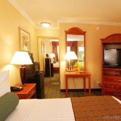 Отель Best Western Hollywood Plaza Inn США, Лос-Анджелес - отзывы, цены и фото номеров - забронировать отель Best Western Hollywood Plaza Inn онлайн комната для гостей фото 4