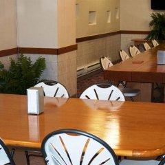 Отель Howard Johnson Hotel Yorkville Канада, Торонто - отзывы, цены и фото номеров - забронировать отель Howard Johnson Hotel Yorkville онлайн питание фото 3