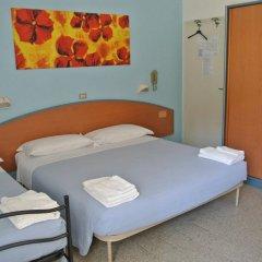 Hotel Zaghini Римини сейф в номере
