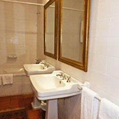Отель Rural Casa Viscondes Varzea Португалия, Ламего - отзывы, цены и фото номеров - забронировать отель Rural Casa Viscondes Varzea онлайн ванная фото 2