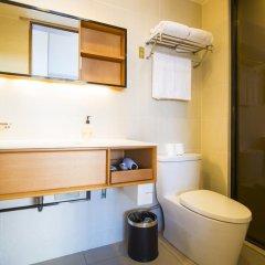 Отель JI Hotel Shanghai Hongqiao Transport Hub Linkong Zone Китай, Шанхай - отзывы, цены и фото номеров - забронировать отель JI Hotel Shanghai Hongqiao Transport Hub Linkong Zone онлайн ванная фото 2