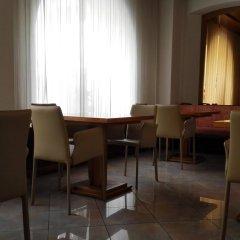 Отель Albergo Delle Alpi Беллуно гостиничный бар