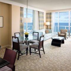 Отель Fontainebleau Miami Beach 4* Люкс с двуспальной кроватью фото 2