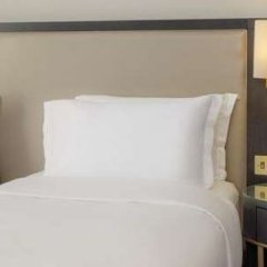 Отель Hilton London Euston сейф в номере