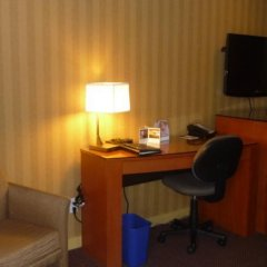 Отель Executive Hotel & Conference Center, Burnaby Канада, Бурнаби - отзывы, цены и фото номеров - забронировать отель Executive Hotel & Conference Center, Burnaby онлайн удобства в номере фото 2