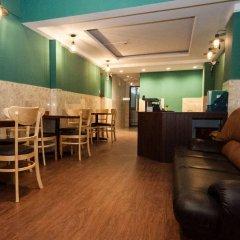 Отель The Prince of Whales Hostel & Bar Вьетнам, Хошимин - отзывы, цены и фото номеров - забронировать отель The Prince of Whales Hostel & Bar онлайн питание фото 2
