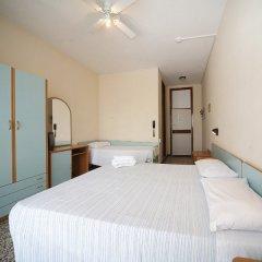 Отель Telstar сейф в номере
