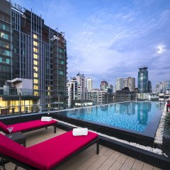 Отель Travelodge Sukhumvit 11 Бангкок бассейн
