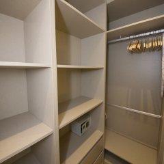 Апартаменты Designer Apartment in one of Lisbon's Trendiest Quarters сейф в номере