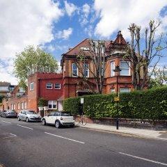 Отель Luxurious Hampstead Home with Gorgeous Garden парковка
