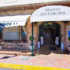 Отель Hostal Los Corchos вид на фасад фото 5