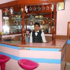 Отель Fewa Holiday Inn Непал, Покхара - отзывы, цены и фото номеров - забронировать отель Fewa Holiday Inn онлайн гостиничный бар