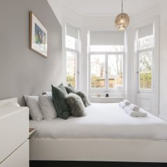 Отель Luxurious Hampstead Home with Gorgeous Garden комната для гостей фото 2