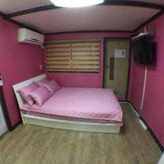 Отель Namsan Guest House 2 сейф в номере