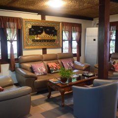 WEStay at the Grand Nyaung Shwe Hotel интерьер отеля