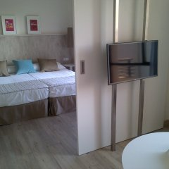 Отель Sol House Costa del Sol сейф в номере