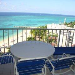 Отель High Tides Beach Studio Ямайка, Монтего-Бей - отзывы, цены и фото номеров - забронировать отель High Tides Beach Studio онлайн балкон