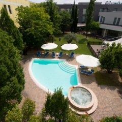 Отель CDH Hotel Parma & Congressi Италия, Парма - отзывы, цены и фото номеров - забронировать отель CDH Hotel Parma & Congressi онлайн бассейн